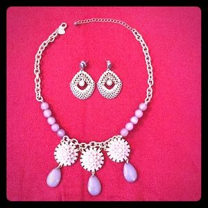Lia Sophia statement necklace/matching earrings!